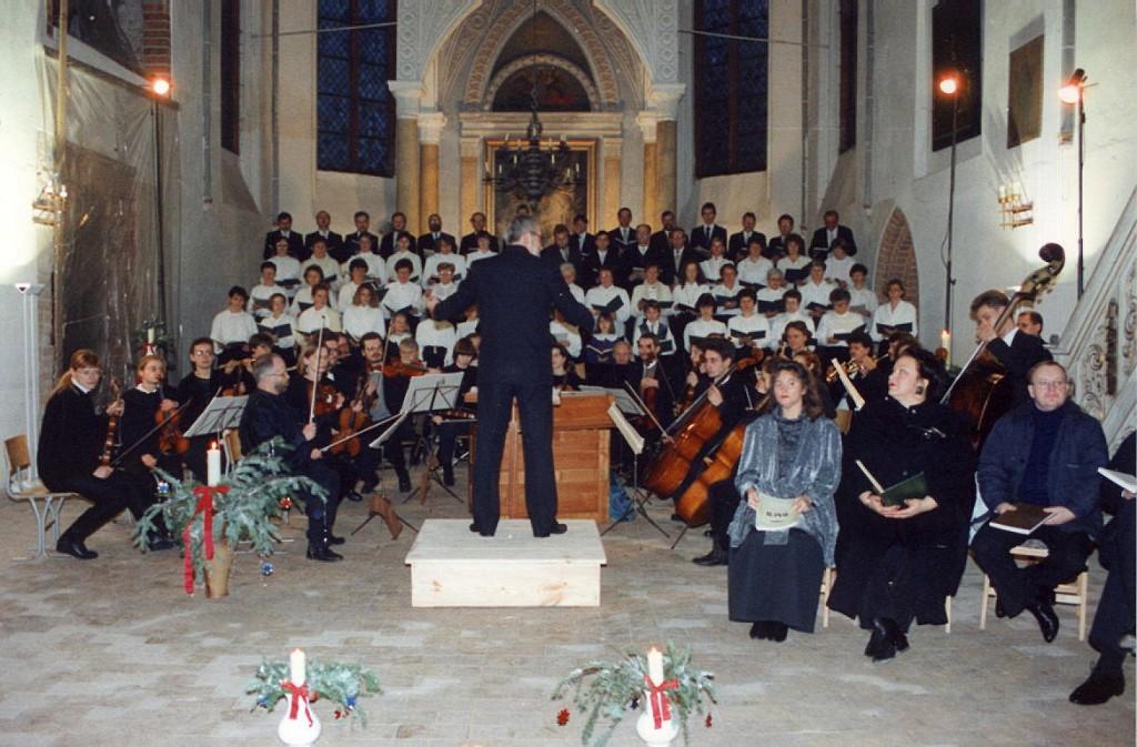 Der Havelberger Kantatenchor führt 1992 das Weihnachtsoratorium in der Kirche St. Laurentius auf.