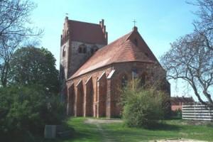 Nitzow - Rückansicht der Kirche
