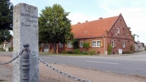 nitzow-kohlhaus-wegweiser-gloewen-20150824_185832